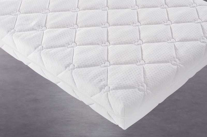 High quality cotton-polyester cover.