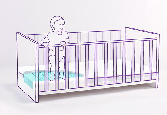 Baby stands in the cot and gets security by baby mattress with tread edges.