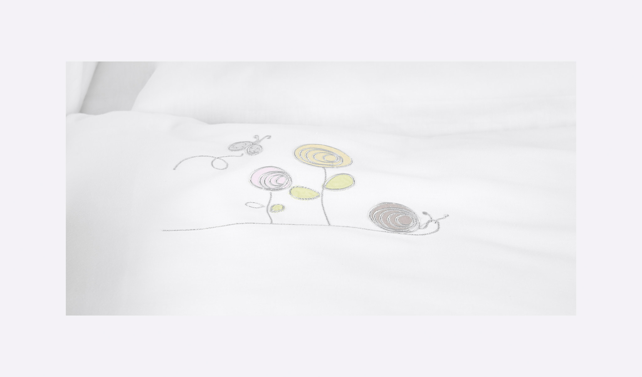 TT15902 - bedcover Stitchery colorful